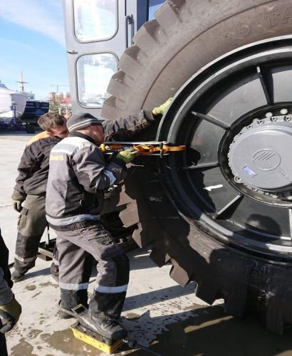 Gaetana Marine Ремонт пневматических шин судоподъемного подъемника